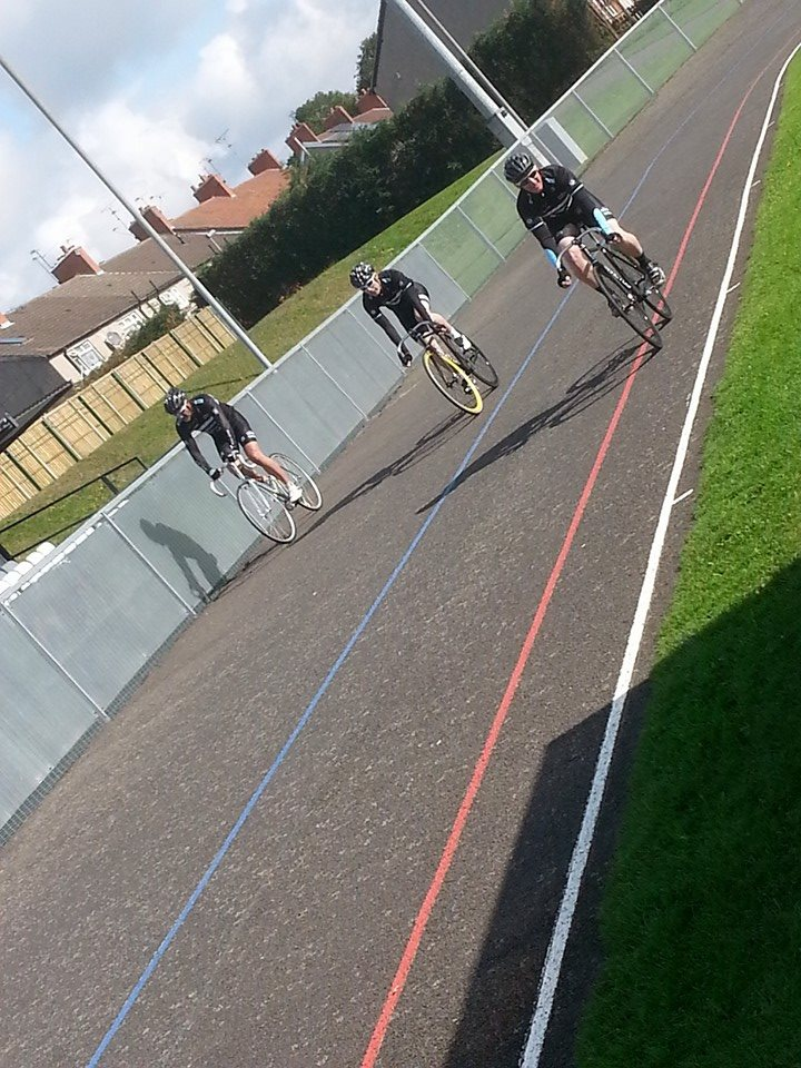 The boys from Velo Club Bread and Bitter having a go at a sprint race. C'mon boys!